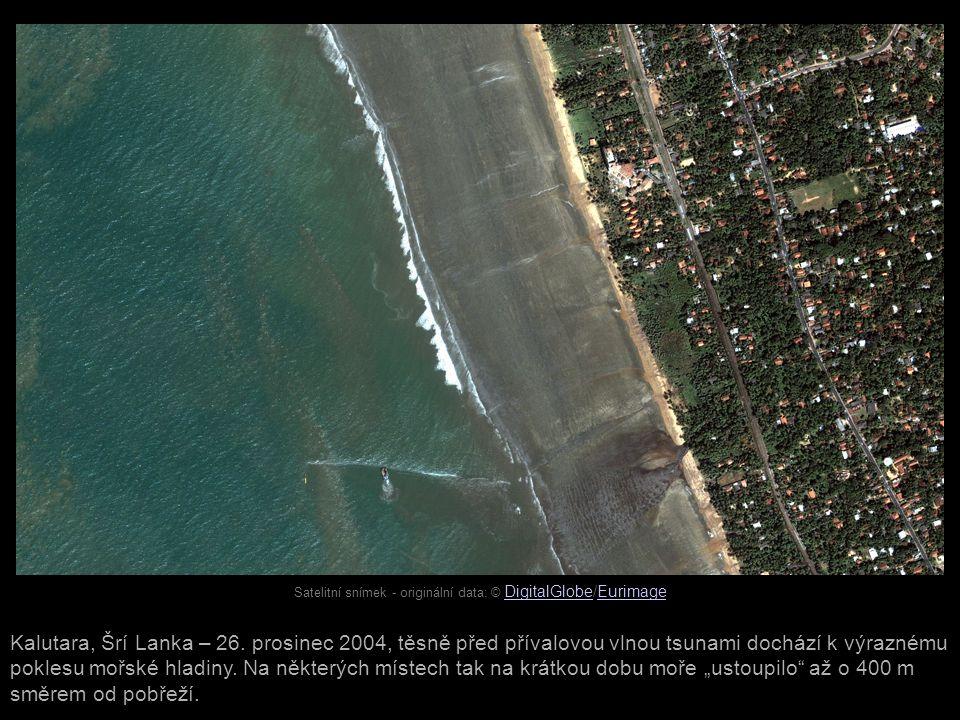 Satelitní snímek - originální data: © DigitalGlobe/Eurimage DigitalGlobeEurimage Kalutara, Šrí Lanka – 26. prosinec 2004, těsně před přívalovou vlnou