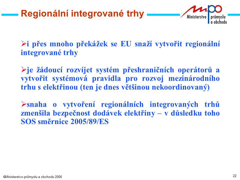 22  Ministerstvo průmyslu a obchodu 2006  i přes mnoho překážek se EU snaží vytvořit regionální integrované trhy  je žádoucí rozvíjet systém přeshraničních operátorů a vytvořit systémová pravidla pro rozvoj mezinárodního trhu s elektřinou (ten je dnes většinou nekoordinovaný)  snaha o vytvoření regionálních integrovaných trhů zmenšila bezpečnost dodávek elektřiny – v důsledku toho SOS směrnice 2005/89/ES Regionální integrované trhy