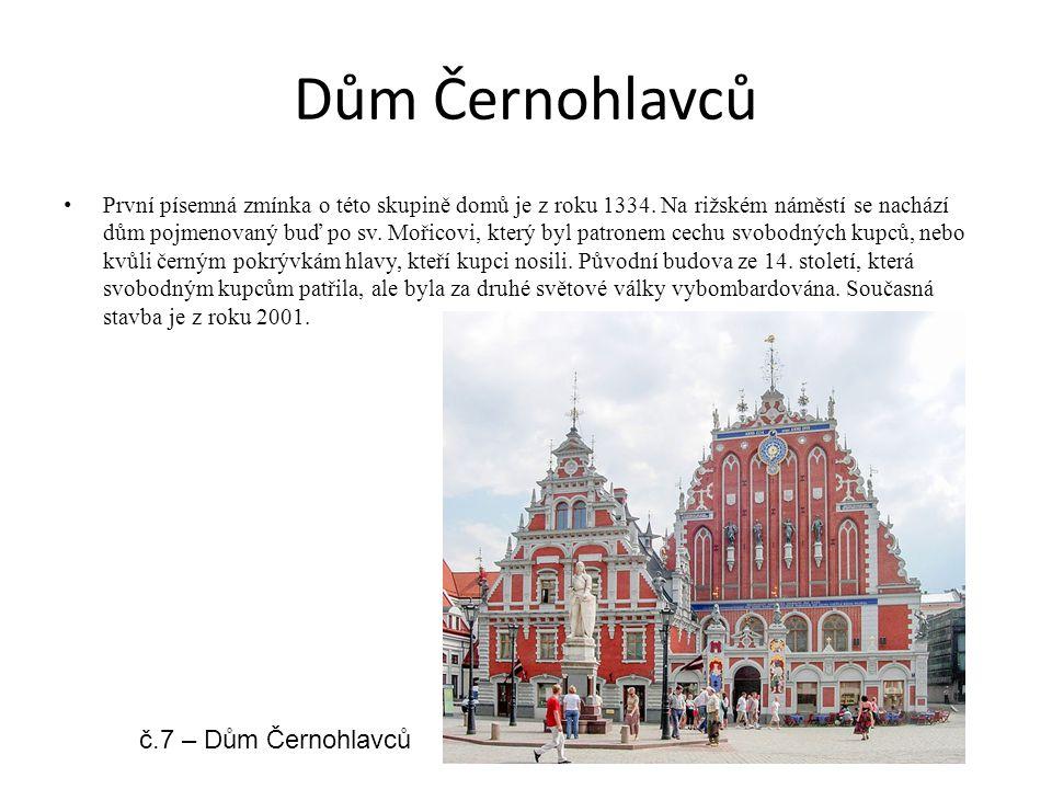 Dům Černohlavců První písemná zmínka o této skupině domů je z roku 1334. Na rižském náměstí se nachází dům pojmenovaný buď po sv. Mořicovi, který byl