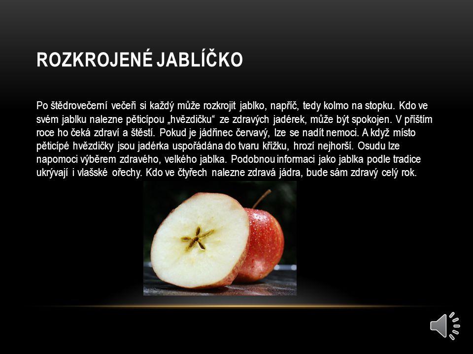 ROZKROJENÉ JABLÍČKO Po štědrovečerní večeři si každý může rozkrojit jablko, napříč, tedy kolmo na stopku.