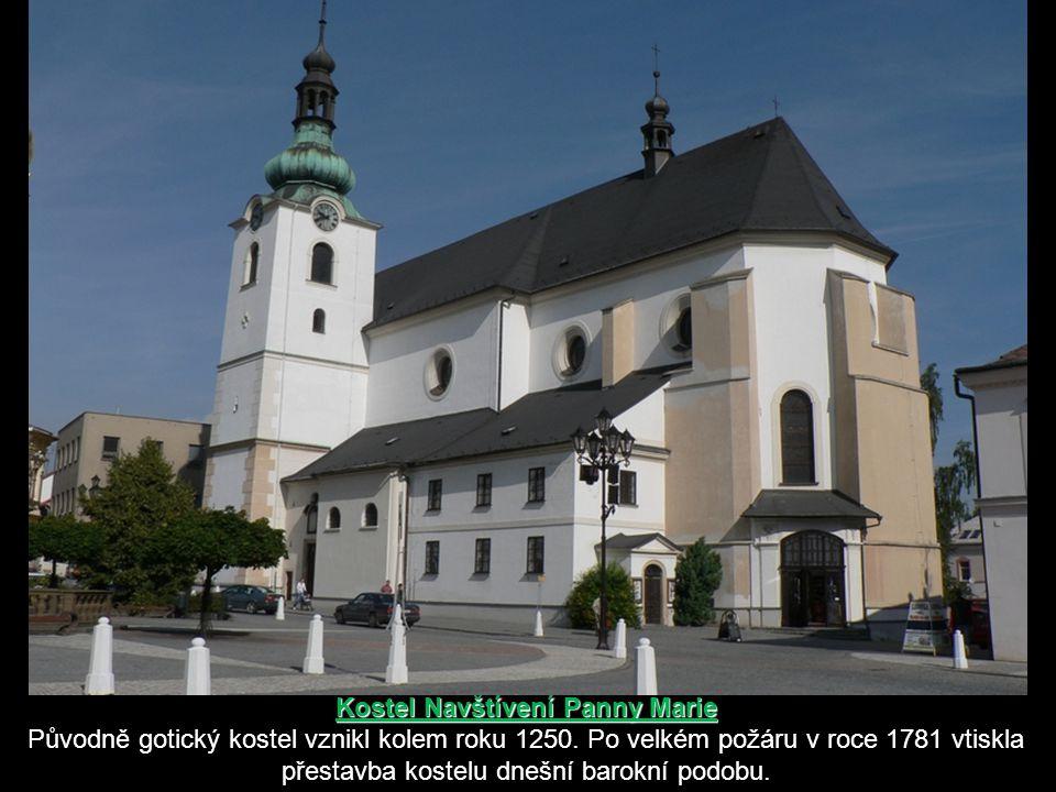  Ve městě během staletí vyrostly tři kostely: nejstarším je kostel sv. Jiljí na hřbitově, - dále kostel Navštívení Panny Marie na náměstí - a kostel