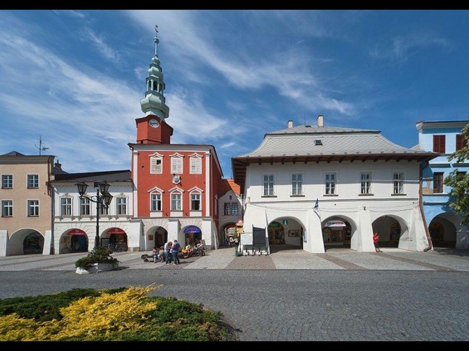 Svitavy jsou centrem regionu českomoravského pomezí ležícího na obou stranách zemské hranice mezi Moravou a Čechami. Město bylo založené v polovině 13