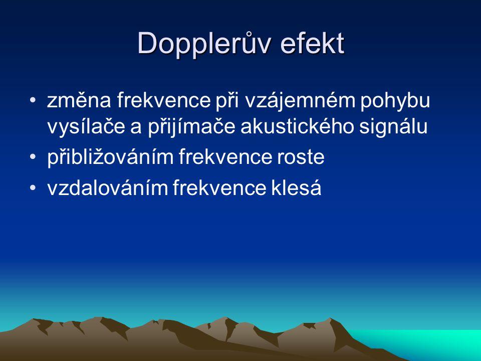 Dopplerův efekt změna frekvence při vzájemném pohybu vysílače a přijímače akustického signálu přibližováním frekvence roste vzdalováním frekvence klesá