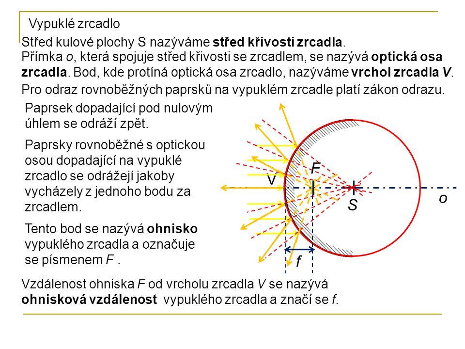 Střed kulové plochy S nazýváme střed křivosti zrcadla. Přímka o, která spojuje střed křivosti se zrcadlem, se nazývá optická osa zrcadla. Bod, kde pro