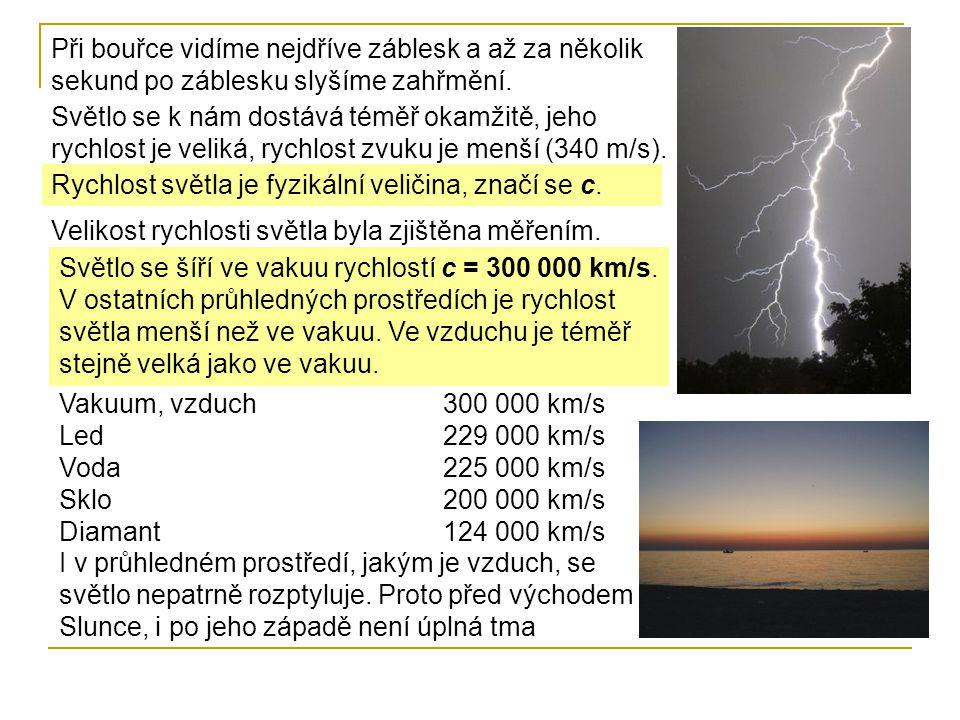 Při bouřce vidíme nejdříve záblesk a až za několik sekund po záblesku slyšíme zahřmění. Světlo se k nám dostává téměř okamžitě, jeho rychlost je velik