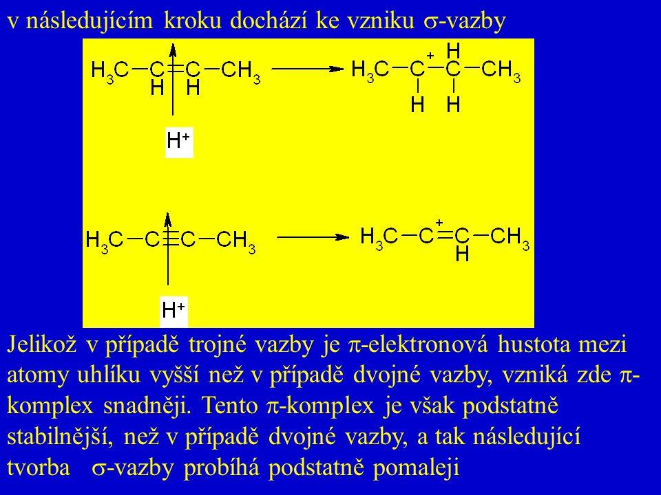 v následujícím kroku dochází ke vzniku  -vazby Jelikož v případě trojné vazby je  -elektronová hustota mezi atomy uhlíku vyšší než v případě dvojné