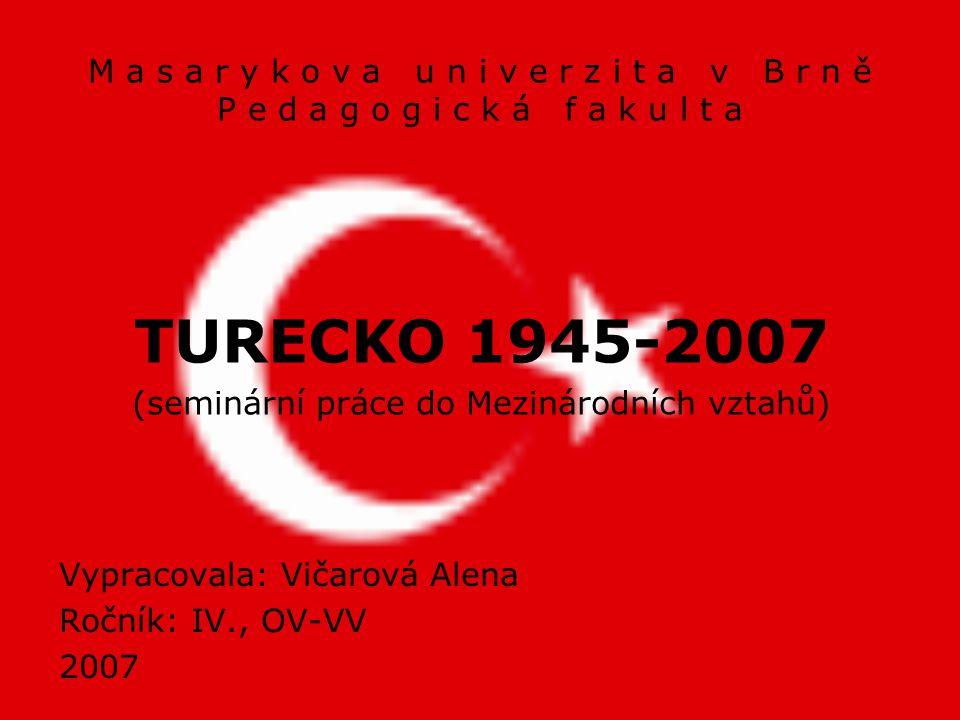 """Národní heslo: """"Yurtta Sulh, Cihanda Sulh """"Mír doma, mír na světě"""