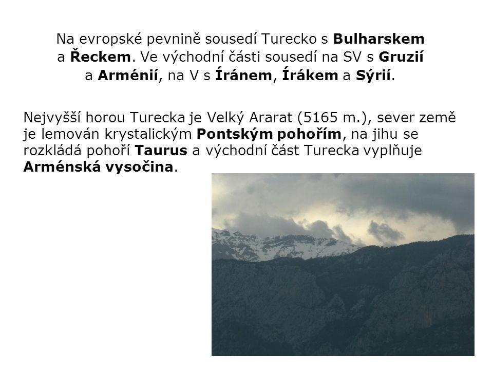 JAZYK Jediný úřední jazyk je tzv.tureckoturečtina, patřící k rodině tureckých jazyků.