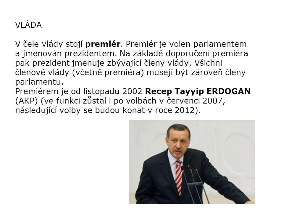 PARLAMENT Zákonodárnou moc reprezentuje jednokomorové Národní shromáždění - Turkiye Buyuk Millet Meclisi, kde je 550 zástupců všech 81 tureckých provincií, volených na pět let.