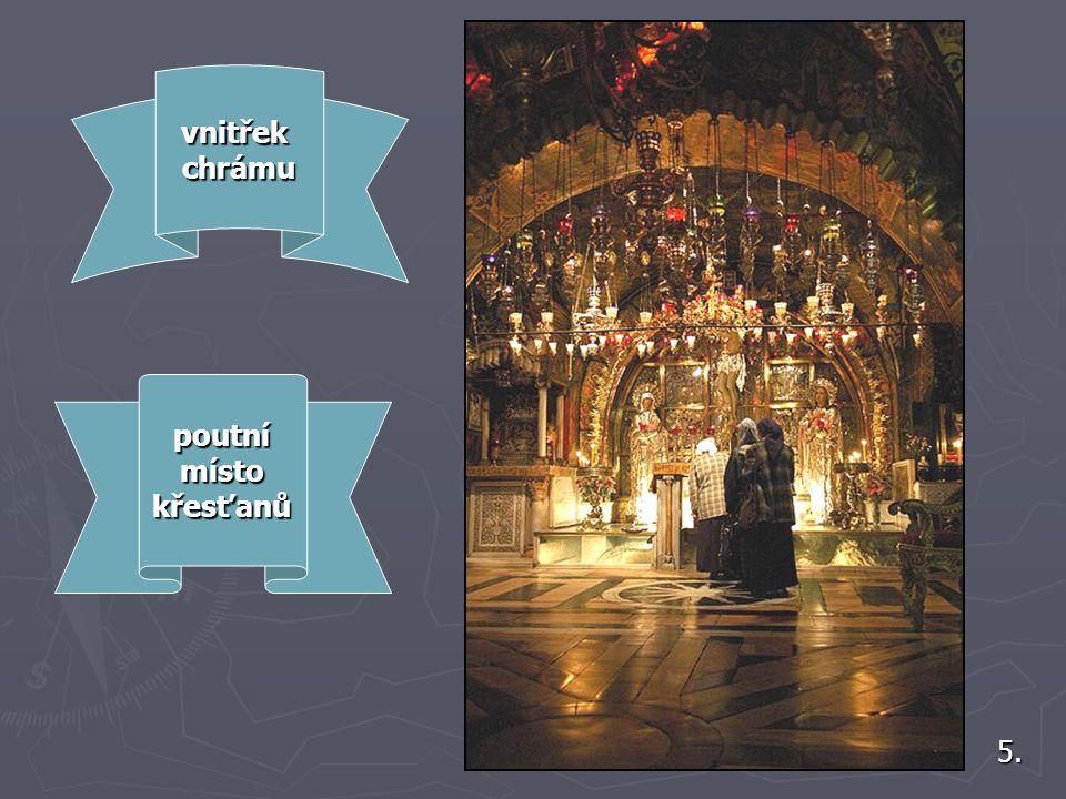 Chrám leží na místě, které křesťané uctívají jako Golgotu neboli horu Kalvárii, kde byl podle Nového zákona ukřižován Ježíš Kristus. 4. V bazilice se