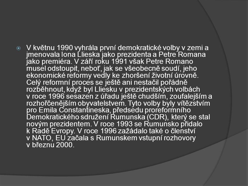  V květnu 1990 vyhrála první demokratické volby v zemi a jmenovala Iona Llieska jako prezidenta a Petre Romana jako premiéra.