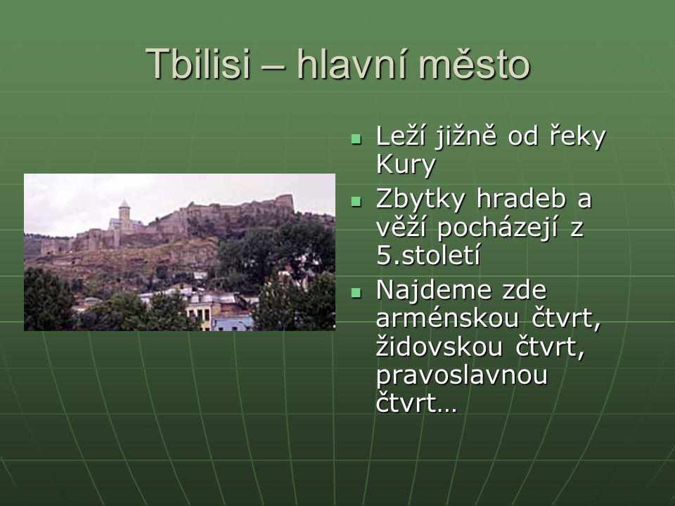 Tbilisi – hlavní město Leží jižně od řeky Kury Leží jižně od řeky Kury Zbytky hradeb a věží pocházejí z 5.století Zbytky hradeb a věží pocházejí z 5.s