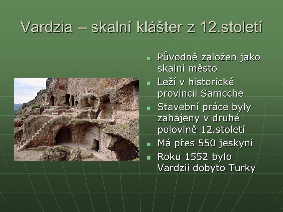 Vardzia – skalní klášter z 12.století Původně založen jako skalní město Původně založen jako skalní město Leží v historické provincii Samcche Leží v h