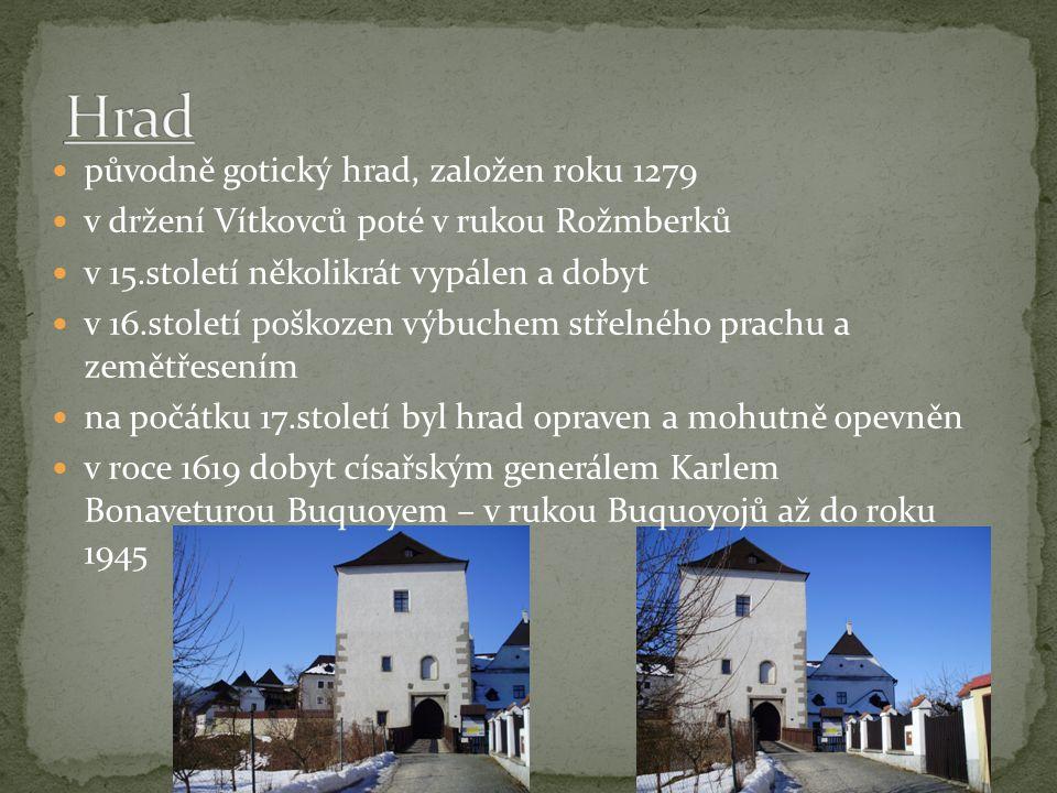 první zmínky o farním kostele v Nových Hradech pochází z roku 1284 dnešní gotická podoba kostela pochází z roku 1590 kdy byl kostel znovu obnoven po devastaci během husitských válek roku 1620 byla věž zasažena bleskem a během rekonstrukce byla navýšena o jedno patro a zakončena renesanční lucernou roku 1726 dostala věž barokní cibulovitou báň