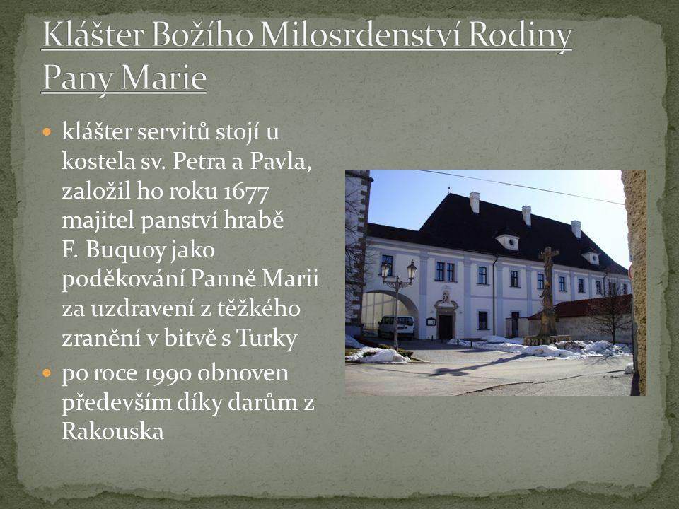 klášter servitů stojí u kostela sv. Petra a Pavla, založil ho roku 1677 majitel panství hrabě F.