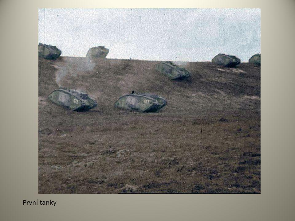 První tanky