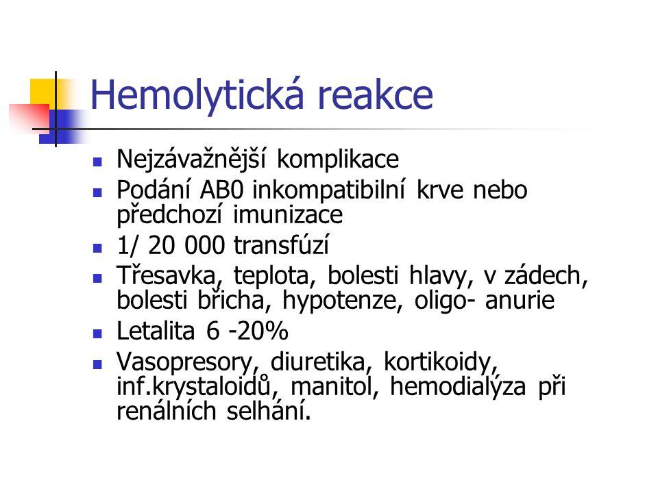 Hemolytická reakce Nejzávažnější komplikace Podání AB0 inkompatibilní krve nebo předchozí imunizace 1/ 20 000 transfúzí Třesavka, teplota, bolesti hla