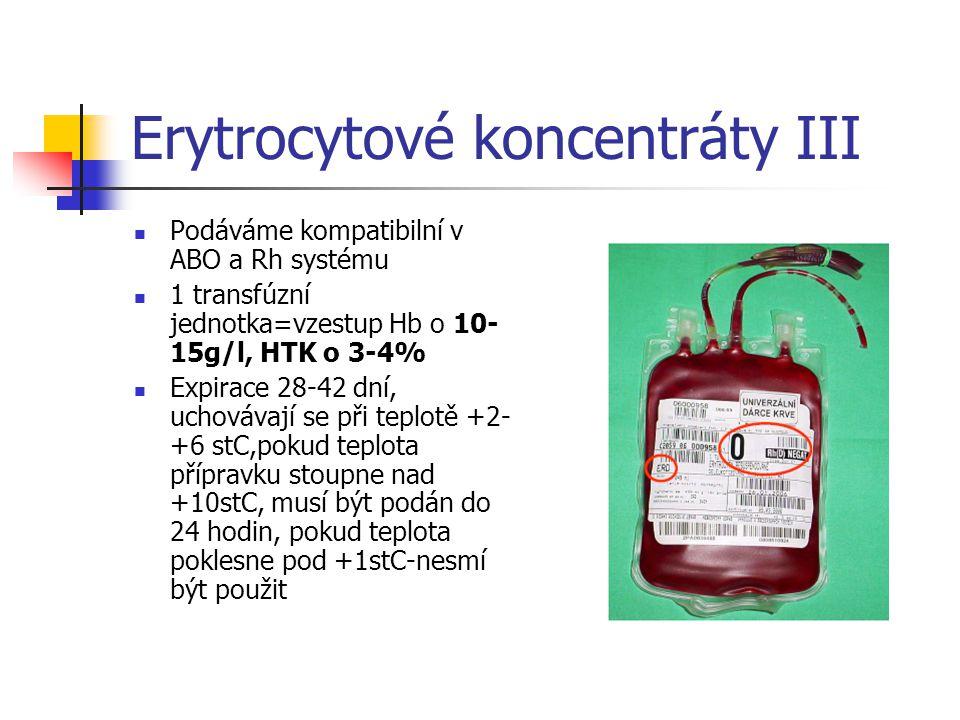 Erytrocytové koncentráty III Podáváme kompatibilní v ABO a Rh systému 1 transfúzní jednotka=vzestup Hb o 10- 15g/l, HTK o 3-4% Expirace 28-42 dní, uch