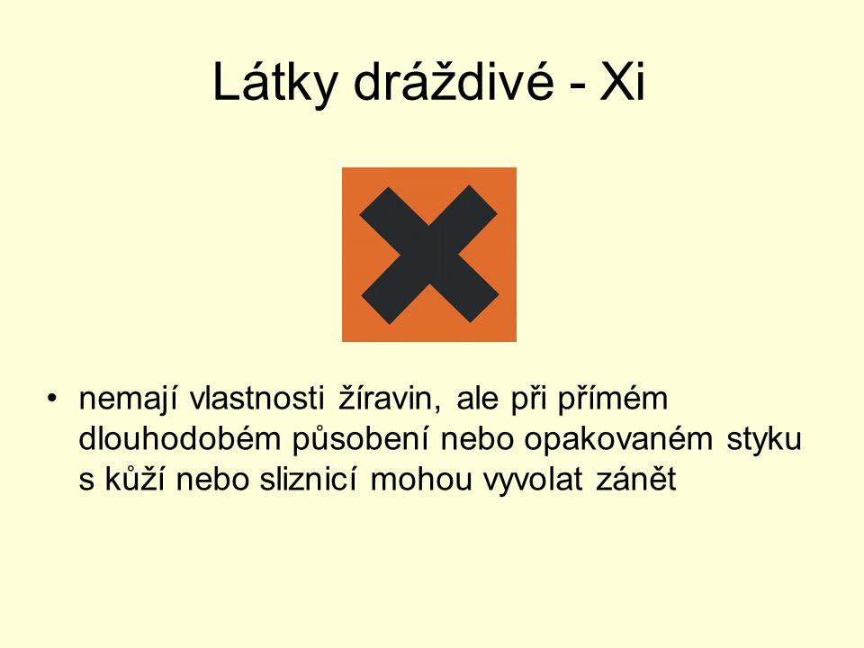 Látky dráždivé - Xi nemají vlastnosti žíravin, ale při přímém dlouhodobém působení nebo opakovaném styku s kůží nebo sliznicí mohou vyvolat zánět