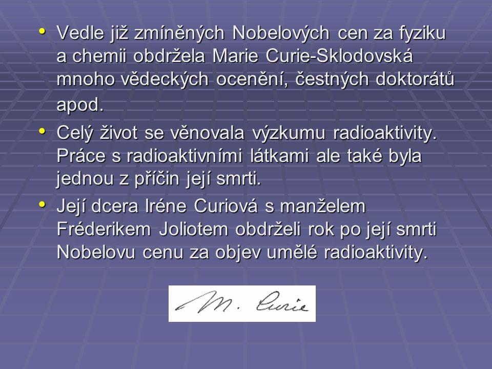Vedle již zmíněných Nobelových cen za fyziku a chemii obdržela Marie Curie-Sklodovská mnoho vědeckých ocenění, čestných doktorátů apod. Vedle již zmín