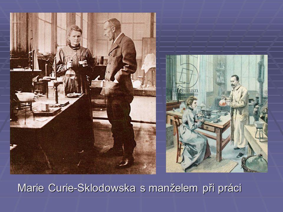 Marie Curie-Sklodowska s manželem při práci