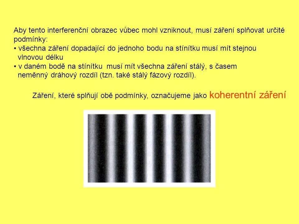 Aby tento interferenční obrazec vůbec mohl vzniknout, musí záření splňovat určité podmínky: všechna záření dopadající do jednoho bodu na stínítku musí