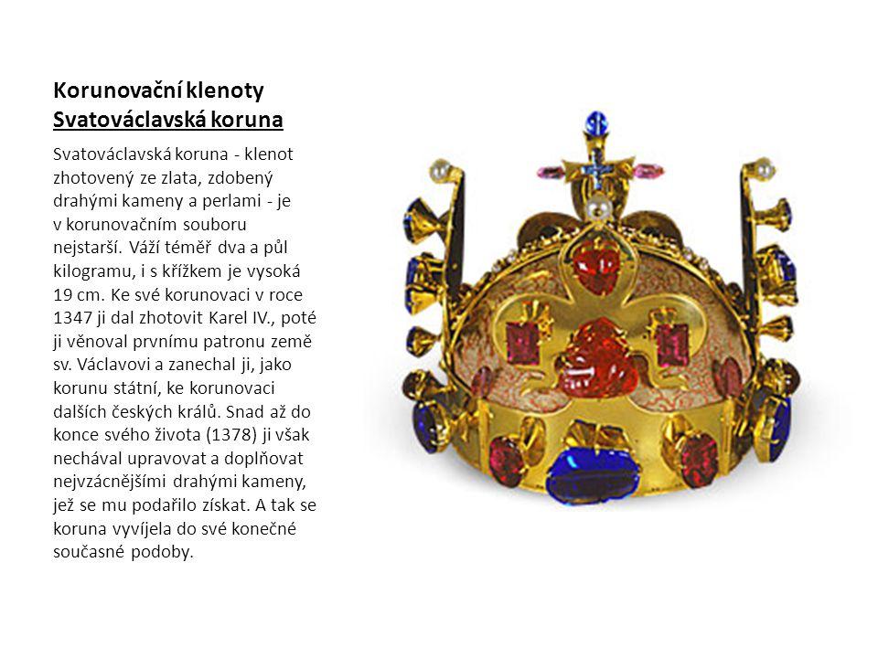 Korunovační klenoty Svatováclavská koruna Svatováclavská koruna - klenot zhotovený ze zlata, zdobený drahými kameny a perlami - je v korunovačním souboru nejstarší.