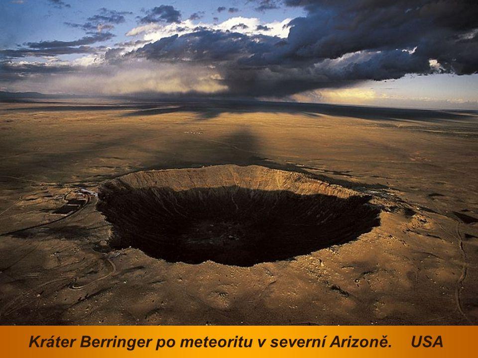 Kráter Berringer po meteoritu v severní Arizoně. USA