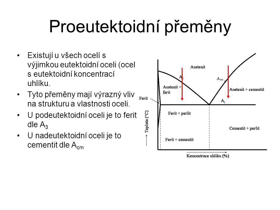 Eutektoidní transformace – perlitická přeměna Heterogenní přeměna s přenosem hmoty na dlouhou vzdálenost Aktivovaný tepelný růst probíhající při izo- i anizotermickém rozpadu vysokoteplotní fáze Nukleace probíhá na hranicích zrn austenitu, vzniklý zárodek roste směrem do středu zrna austenitu.