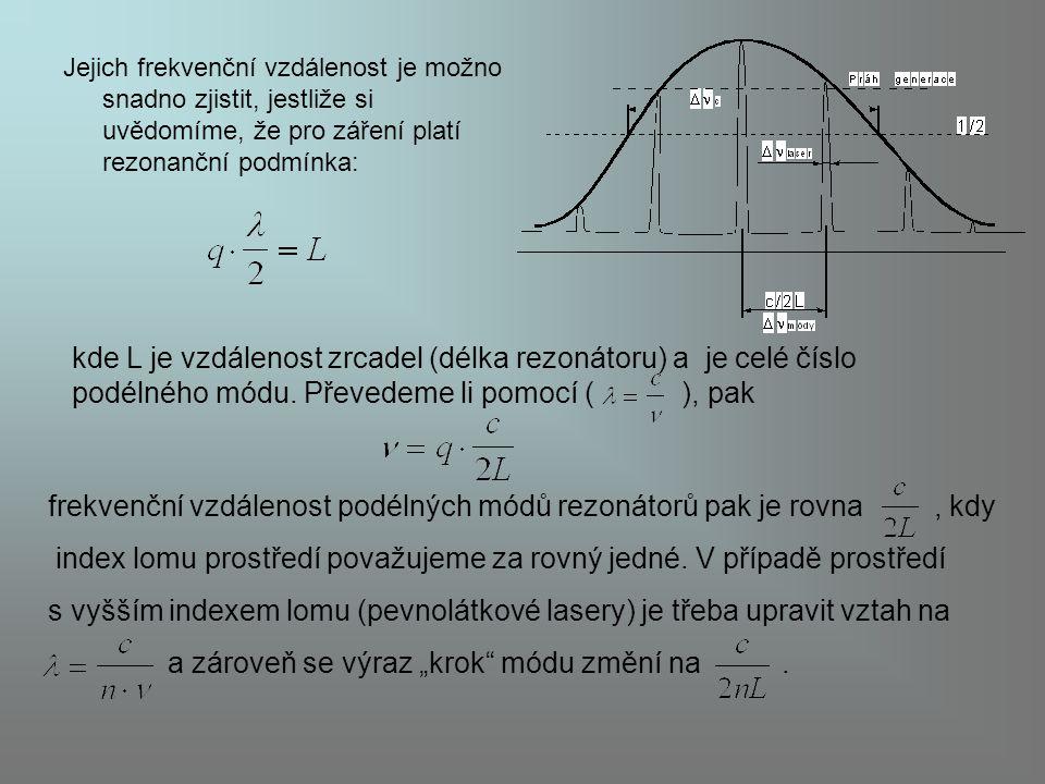 Jejich frekvenční vzdálenost je možno snadno zjistit, jestliže si uvědomíme, že pro záření platí rezonanční podmínka: kde L je vzdálenost zrcadel (dél