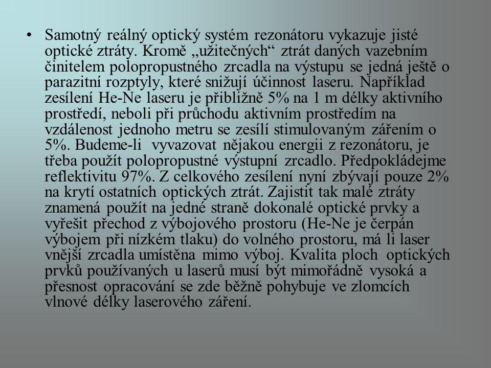 """Samotný reálný optický systém rezonátoru vykazuje jisté optické ztráty. Kromě """"užitečných"""" ztrát daných vazebním činitelem polopropustného zrcadla na"""