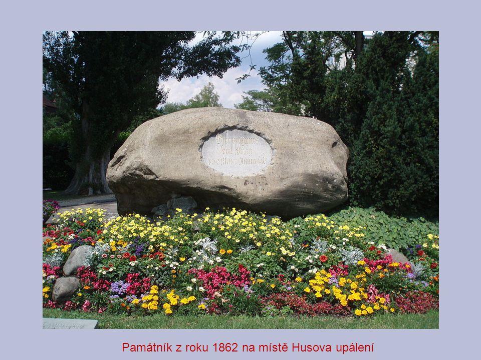 Památník z roku 1862 na místě Husova upálení