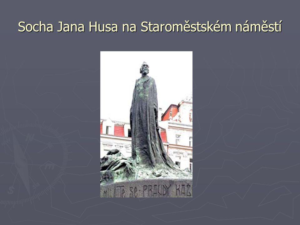 Socha Jana Husa na Staroměstském náměstí