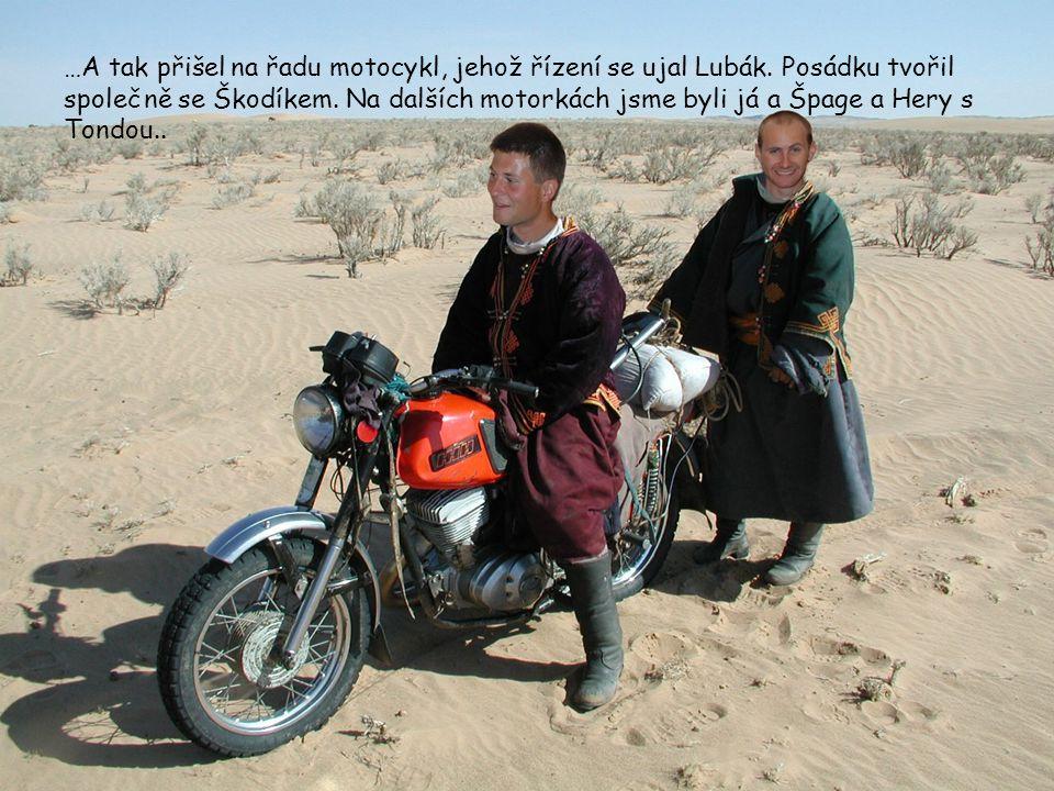 …A tak přišel na řadu motocykl, jehož řízení se ujal Lubák. Posádku tvořil společně se Škodíkem. Na dalších motorkách jsme byli já a Špage a Hery s To