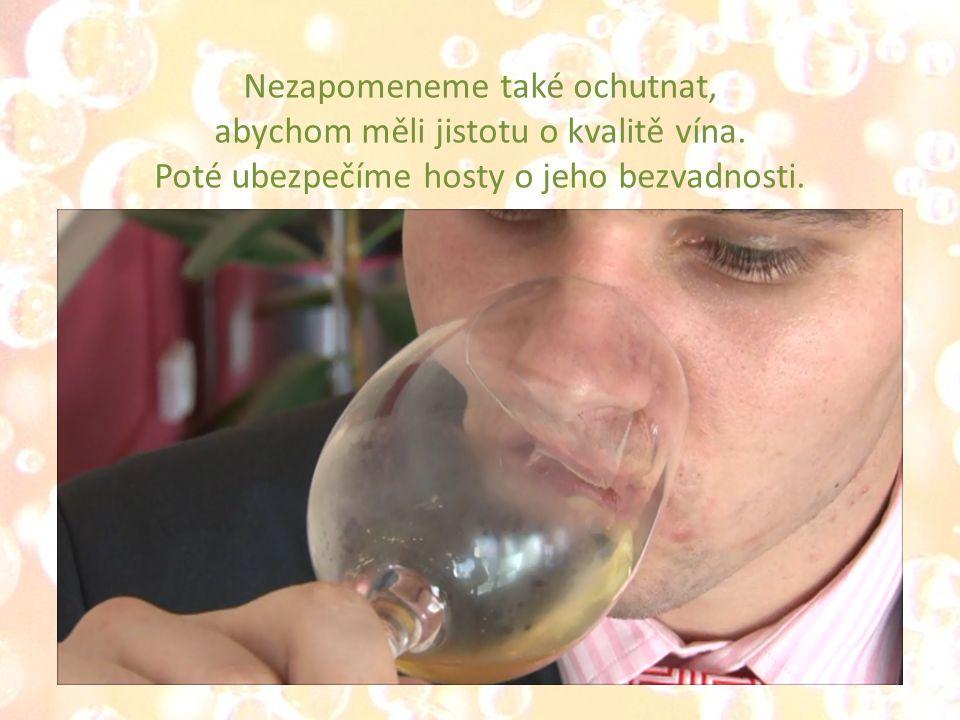 Nezapomeneme také ochutnat, abychom měli jistotu o kvalitě vína.