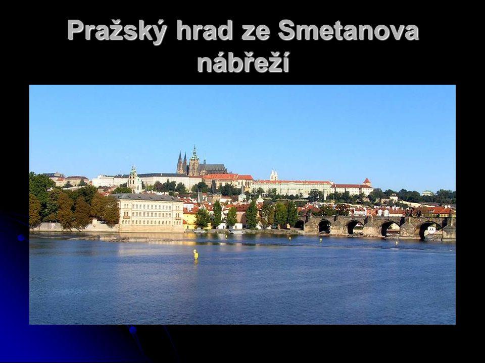 Pražský hrad ze Smetanova nábřeží