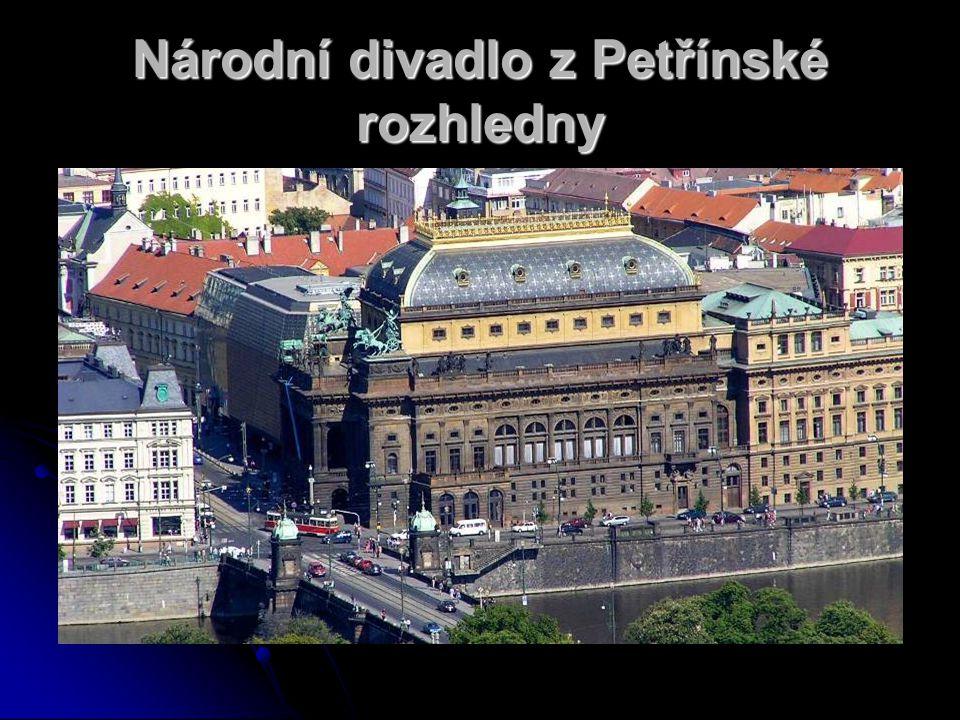 Národní divadlo z Petřínské rozhledny