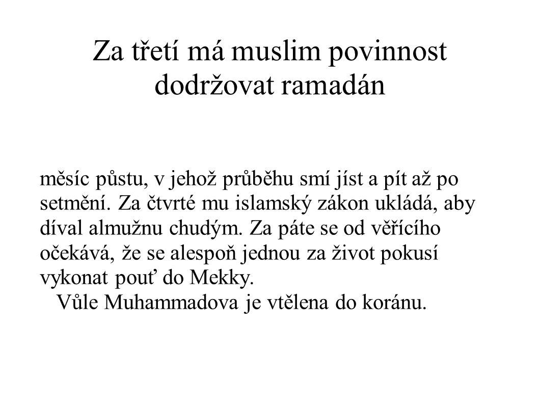 Za třetí má muslim povinnost dodržovat ramadán měsíc půstu, v jehož průběhu smí jíst a pít až po setmění.