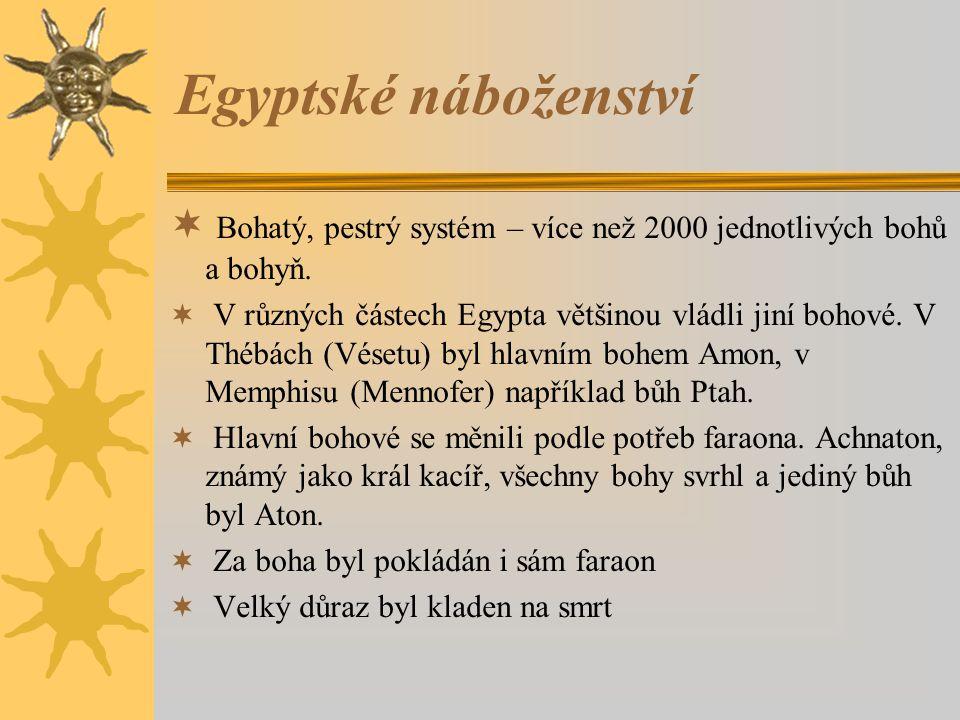  Bohatý, pestrý systém – více než 2000 jednotlivých bohů a bohyň.  V různých částech Egypta většinou vládli jiní bohové. V Thébách (Vésetu) byl hlav