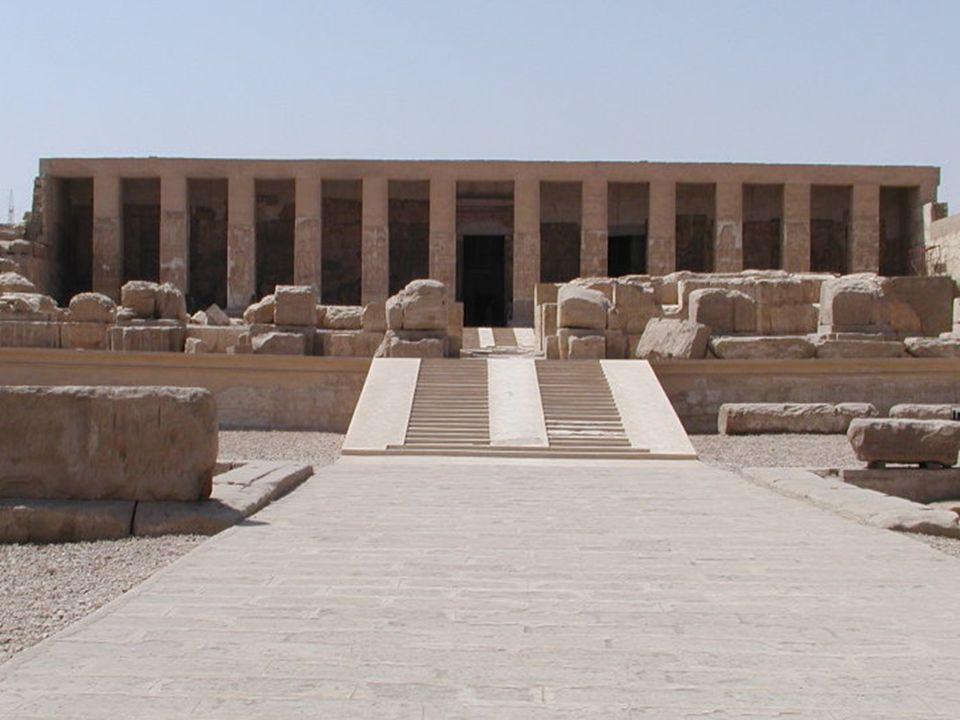 """Usir (Osiris)  Jedna z nejvýznamnějších postav egyptského """"panteonu"""" bohů.  Bůh mrtvých, hlavní bůh Abydosu  Na rozdíl od zbylých egyptských bohů n"""