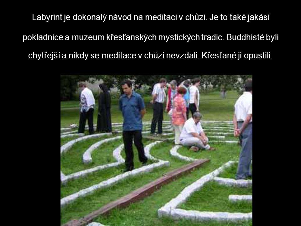 Labyrint je dokonalý návod na meditaci v chůzi.