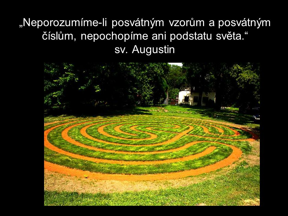 Když vejdete do labyrintu a sledujete cestu, mysl se uklidní.