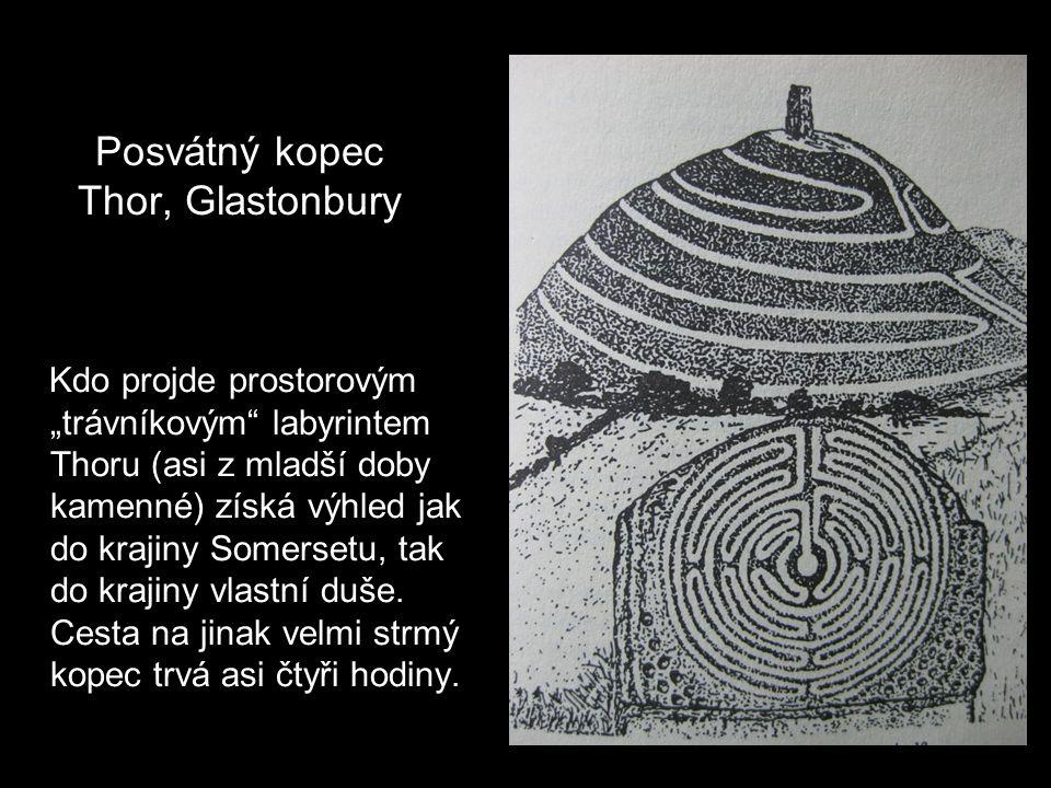 """Skandinávské kamenné rituální labyrinty Protančení """"trójským labyrintem přinášelo štěstí, ochranu před zlými silami, posílení sil dobra a lásky"""