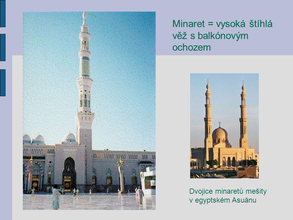 Dvojice minaretů mešity v egyptském Asuánu Minaret = vysoká štíhlá věž s balkónovým ochozem