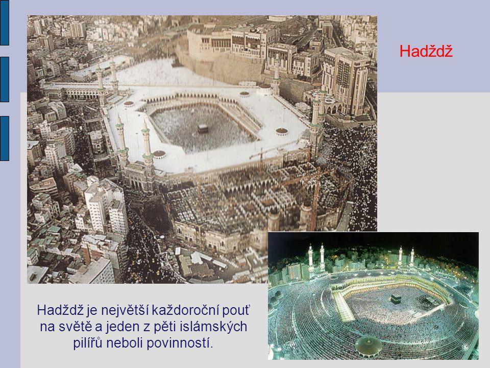 Kaaba zahalená černým brokátem (kiswa) v době hadždže