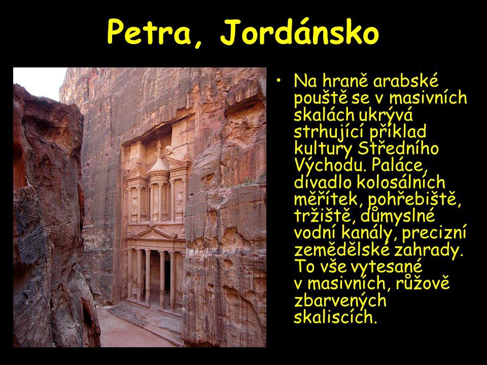Petra, Jordánsko Na hraně arabské pouště se v masivních skalách ukrývá strhující příklad kultury Středního Východu. Paláce, divadlo kolosálních měříte