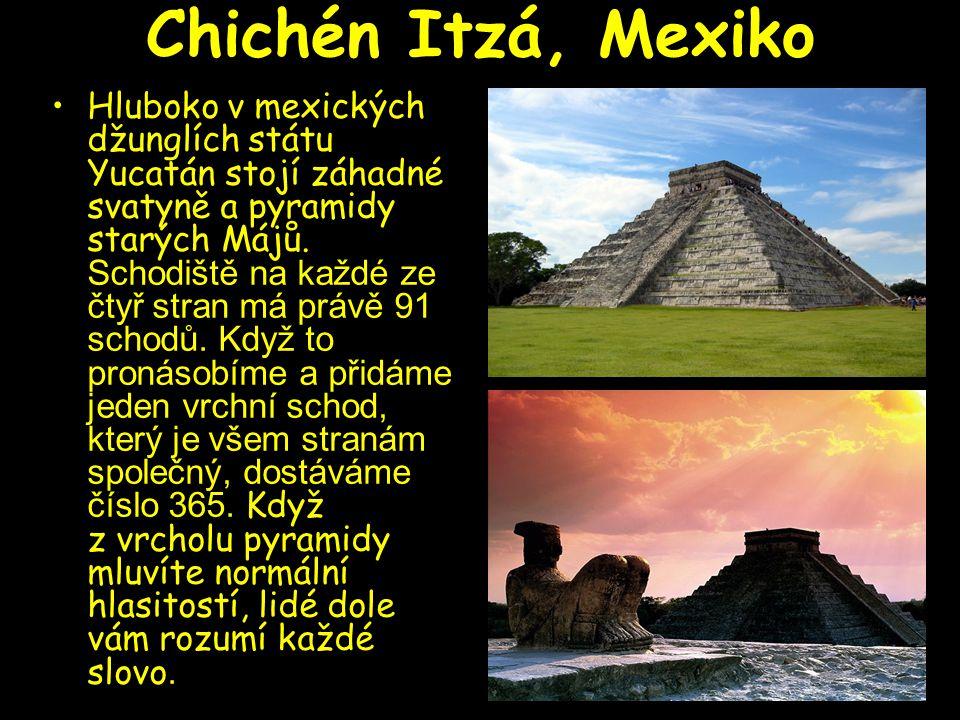 Chichén Itzá, Mexiko Hluboko v mexických džunglích státu Yucatán stojí záhadné svatyně a pyramidy starých Májů. Schodiště na každé ze čtyř stran má pr