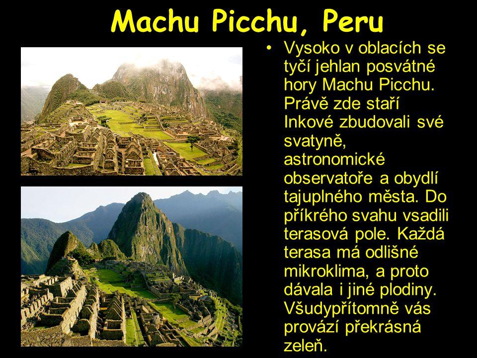 Machu Picchu, Peru Vysoko v oblacích se tyčí jehlan posvátné hory Machu Picchu. Právě zde staří Inkové zbudovali své svatyně, astronomické observatoře