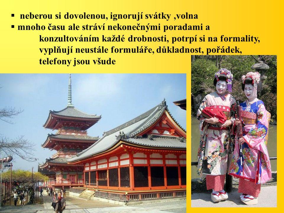 NÁBO Ž ENSTVÍ Šintoismus (54%) - vztah člověka a přírody, božstva jsou duchové neboli kami  duše zemřelých, které se skryly v okolní přírodě, postupem času se označovaly jako posvátné síly, které působí buď dobro nebo zlo Lidé vyhledávají kami při každé příležitosti před cestou, zkouškou, svatbou, nemocí,… Na místech výskytu kami se stavějí svatyně, před ní jsou posvátné brány - torie Buddhismus (40%) Specifikou Japonska je, že většina lidí se hlásí k oběma hlavním náboženstvím.