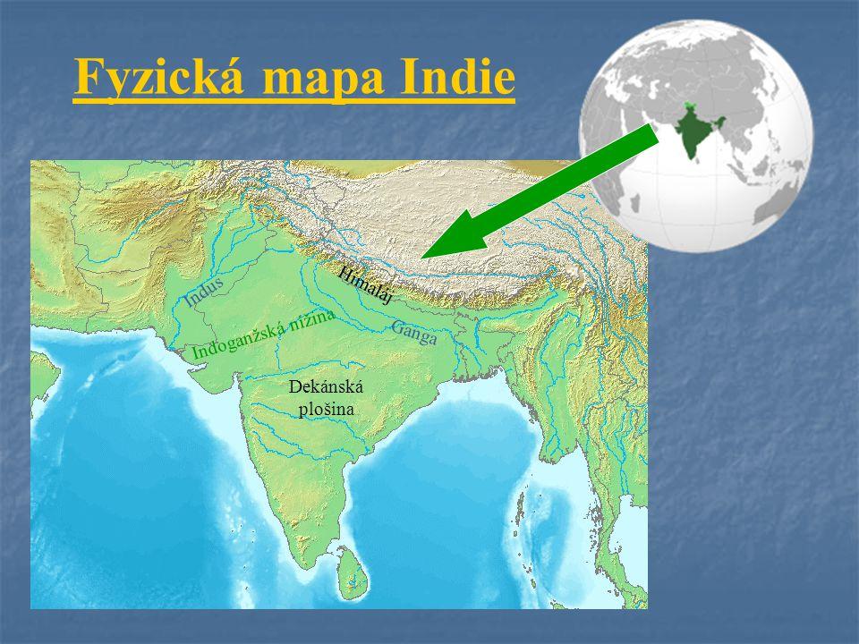 Přírodní poměry Povrch: na S Himaláj, Indoganžská nížina Povrch: na S Himaláj, Indoganžská nížina Dekánská plošina Podnebí: subtropické, tropické Podnebí: subtropické, tropické ovlivněno monzuny ovlivněno monzuny Vodstvo: velké řeky – Indus, Ganga, Vodstvo: velké řeky – Indus, Ganga, Brahmaputra Brahmaputra